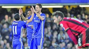 Chelsea golea a Bournemouth y amplía su ventaja en la Liga Premier