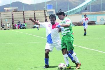 Universitario lidera la tabla de posiciones del campeonato de la Mutual de exjugadores