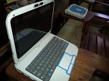 Gestionan el desbloqueo de computadoras estudiantiles en las escuelas
