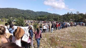 Argentinos hacen filas para comprar en Bolivia