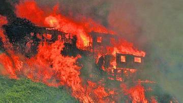 Aumentan a 140 las viviendas quemadas por incendio en Valparaíso