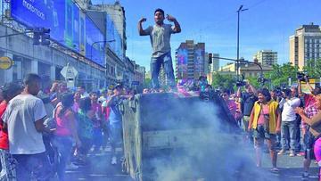 Desalojo de cientos de vendedores ambulantes provoca en incidentes