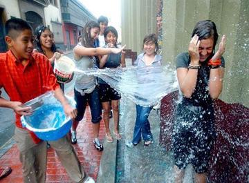Alistan ley que prohibirá jugar con agua en la ciudad de Potosí