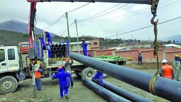 Comienza la instalación de la tubería para traer el agua