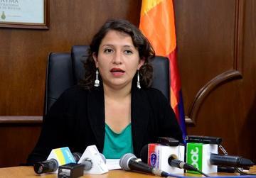 La ministra de Salud denuncia corrupción al interior de la CNS