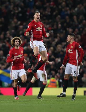 Ibrahimovic salva de la derrota al Manchester United