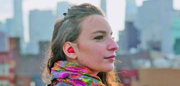 Fabrican un auricular que traduce la conversación