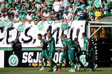Chapecoense empata en su primer partido tras accidente aéreo