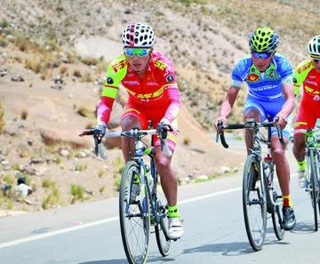 Potosino debuta en Europa en una prueba internacional de ciclismo