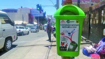 EMAP coloca papeleros en toda la avenida Universitaria