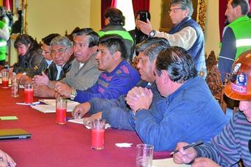 Hoy Gobierno y la COB analizarán la renuncia del gerente de la CNS
