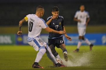 Uruguay golea 3-0 a Argentina