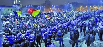 """Piden dimisión del Gobierno de Rumania por """"avalar corruptos"""""""