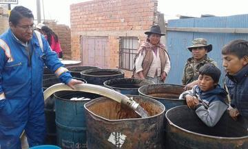 Vecinos se quejan que reciben agua potable  una vez a la semana