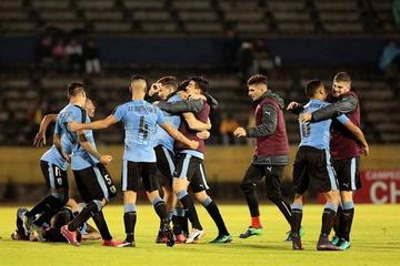 Uruguay busca su clasificación al Mundial de Corea del Sur