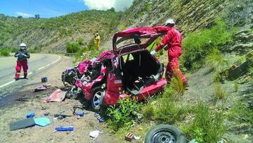 Chofer estrella su vehículo contra un tráiler y deja cuatro fallecidos