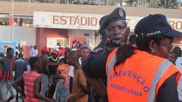 Avalancha en un estadio deja 17 muertos en Angola