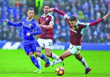 Chelsea se deja dos puntos tras el empate con Burnley