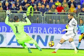 Higuaín factura un doblete para el líder Juventus