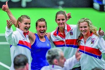 Katerina Pliskova arrolla a Garbiñe Muguruza y acerca a checas a semifinales