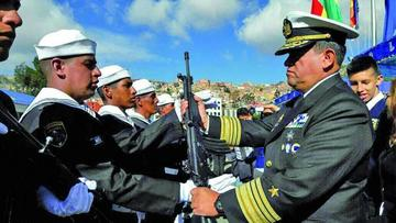 Armada respalda las gestiones de Morales para retornar al mar
