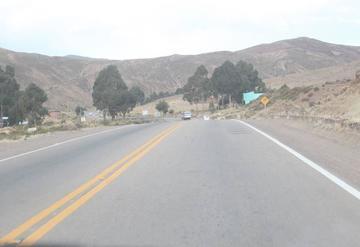Comunarios cierran la vía Potosí Sucre y alcalde anuncia proceso
