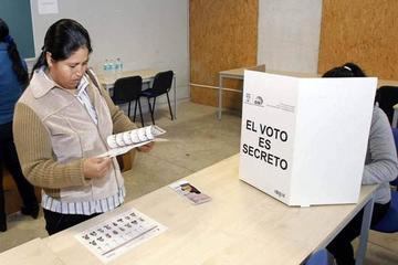 Ecuador elige entre la oposición dividida y continuidad de gestión