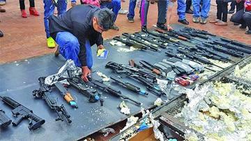La Aduana decomisa un arsenal de armas procedente de EE.UU.