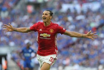 Manchester United suda para eliminar al Blackburn