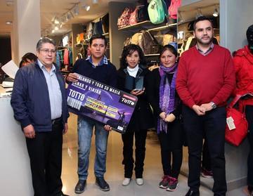 Ganadores de concurso de Totto reciben sus premios