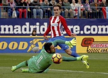 Atlético vence 3-0 a Valencia