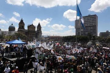 Campesinos en Guatemala  protestan y piden renuncia de Jimmy Morales