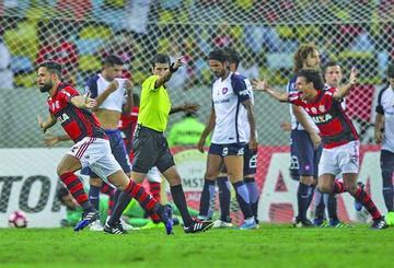 Flamengo gana a San Lorenzo y toma control del grupo 4