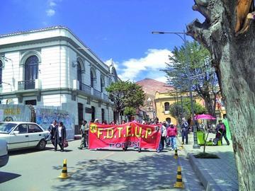 Más de 50 maestros participan de la marcha por la educación