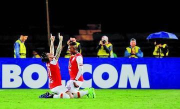 Santa Fe golea por 3-0 a Sporting Cristal