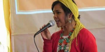 Cantante mexicana rescata la música interpretando temas en lengua maya