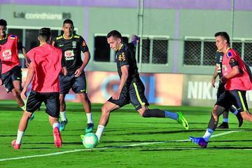 Brasil cumple su primer día de entrenamiento sin Neymar