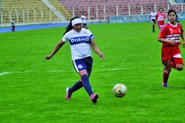 Olga Cruz es convocada a la Selección Boliviana de Fútbol Femenino