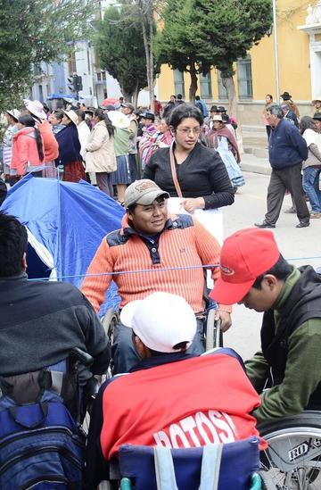 Personas con discapacidad dialogarán por el bono