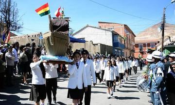 Desfile escolar nocturno del 23 de marzo inicia esta noche