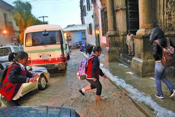 Desfile escolar se desarrollaría pese al granizo caído en Potosí