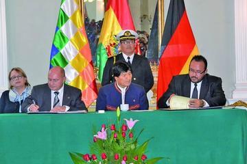 Bolivia y Alemania suscriben un convenio por el tren bioceánico