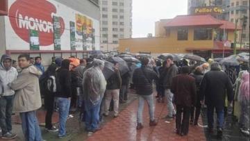 "Revendedores causan molestia en el ""Siles"""