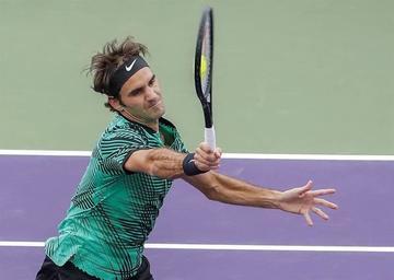 Roger Federer supera en su debut a Tiafoe