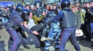 Varias marchas acaban con 700 detenidos en ciudades rusas