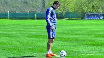 Pratto acompaña a Messi en el ataque