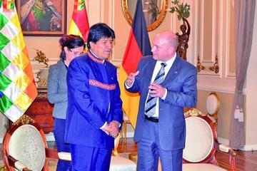 El presidente Morales adelanta su viaje a Cuba para operarse