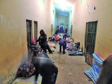 Los internos mantienen huelga hasta la destitución de Azurduy