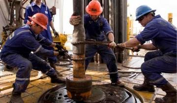 Vinculan a la expareja de Morales con la compra de taladros petroleros