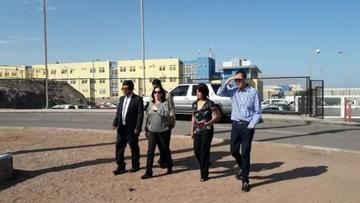 Bolivianos detenidos esperan a sus familiares